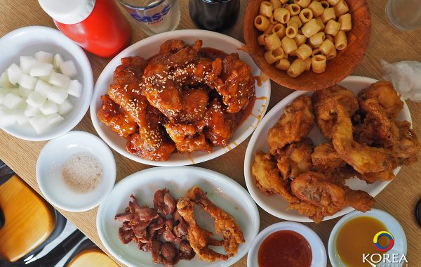 Yongsung Chicken (용성통닭) ไก่ทอด ในตำนาน ของ Chicken Street เมือง ซูวอน