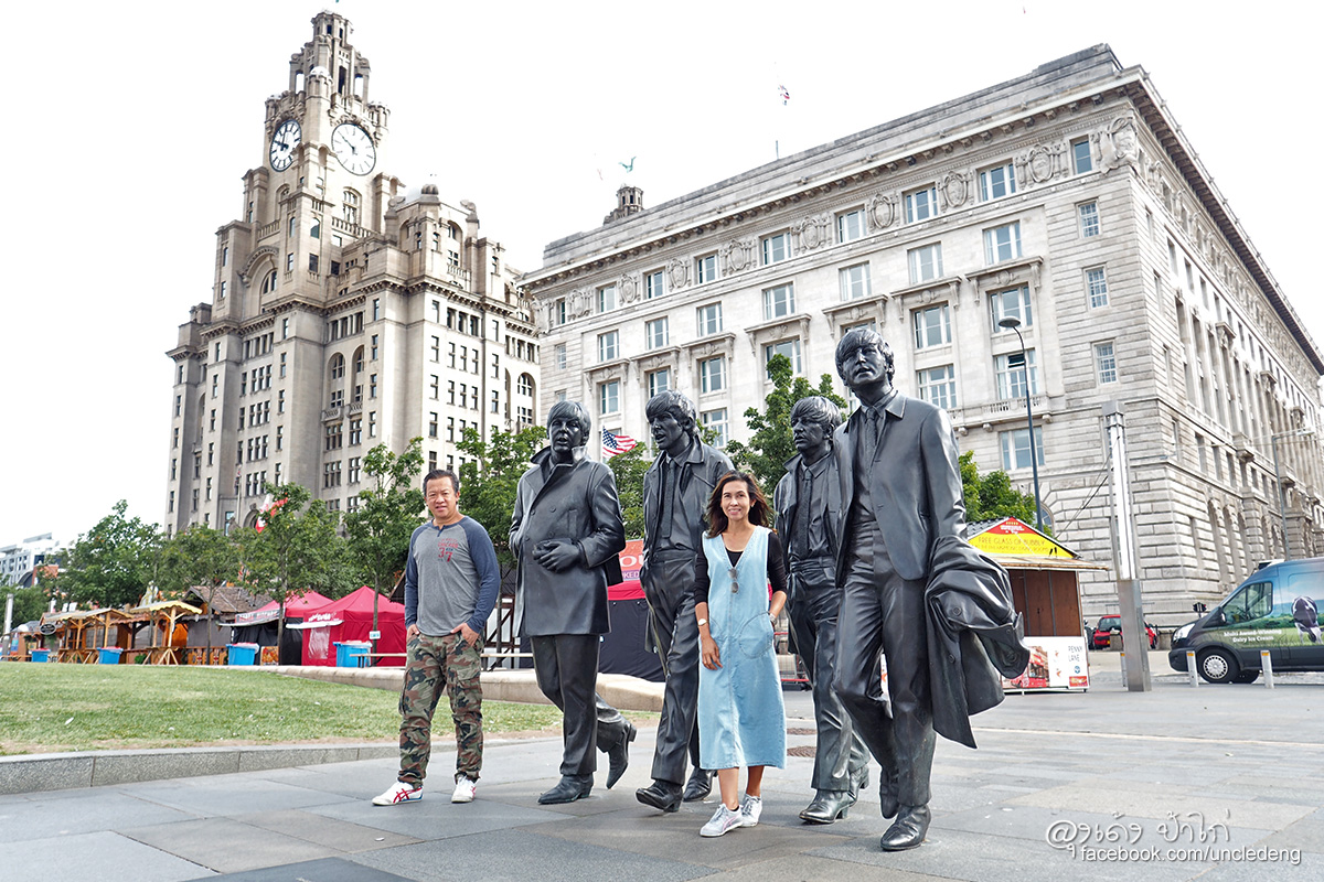 Beatles statuePier Head